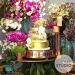 Bolo de Casamento Naked Cake com Ouro Comestível 24k e Orquídeas de Açúcar para festa no buffet Lady Fina. Feito por Cake Studio ( contato@cakestudio.com.br )