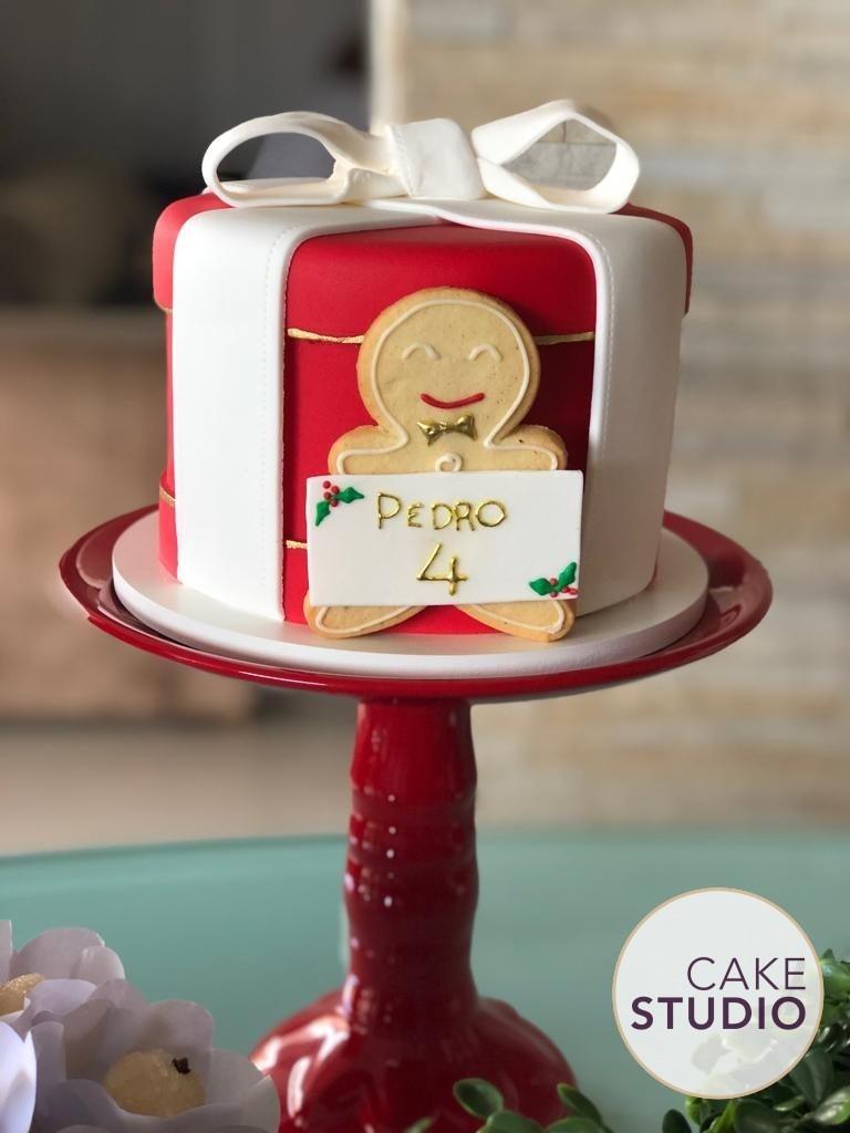 Bolo decorado de Natal para mesversário do filho de Patrícia Costa (Domingo Espetacular). Feito por Cake Studio ( contato@cakestudio.com.br | Whatsapp: (11) 96882-2623 ).