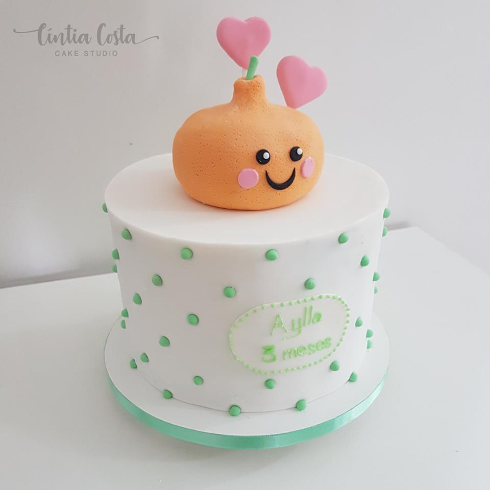 Bolo de mesversário tema Frutas (Mexerica). Feito por Cake Studio ( contato@cakestudio.com.br | Whatsapp: (11) 96882-2623 ).