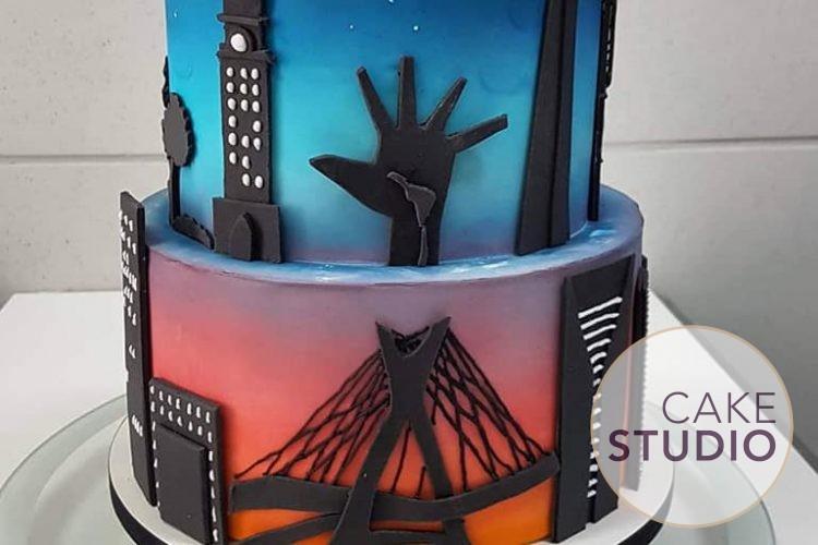 Bolo decorado em homenagem a São Paulo. Feito por Cake Studio ( contato@cakestudio.com.br | Whatsapp: (11) 96882-2623 )