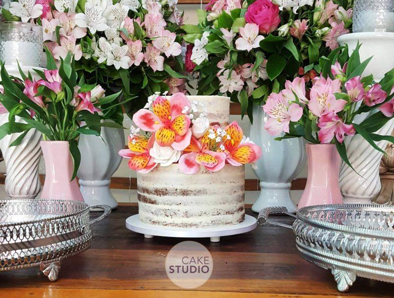 Bolo De Casamento Rústico Semi Naked Cake Com Astromélias