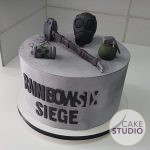 Bolo do videogame Rainbow Six Siege. Feito por Cake Studio ( contato@cakestudio.com.br | Whatsapp: (11) 96882-2623 ).