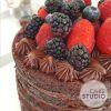 Naked Cake Chocolate com Frutas Vermelhas feito por Cake Studio ( contato@cakestudio.com.br | Whatsapp: (11) 96882-2623 ).