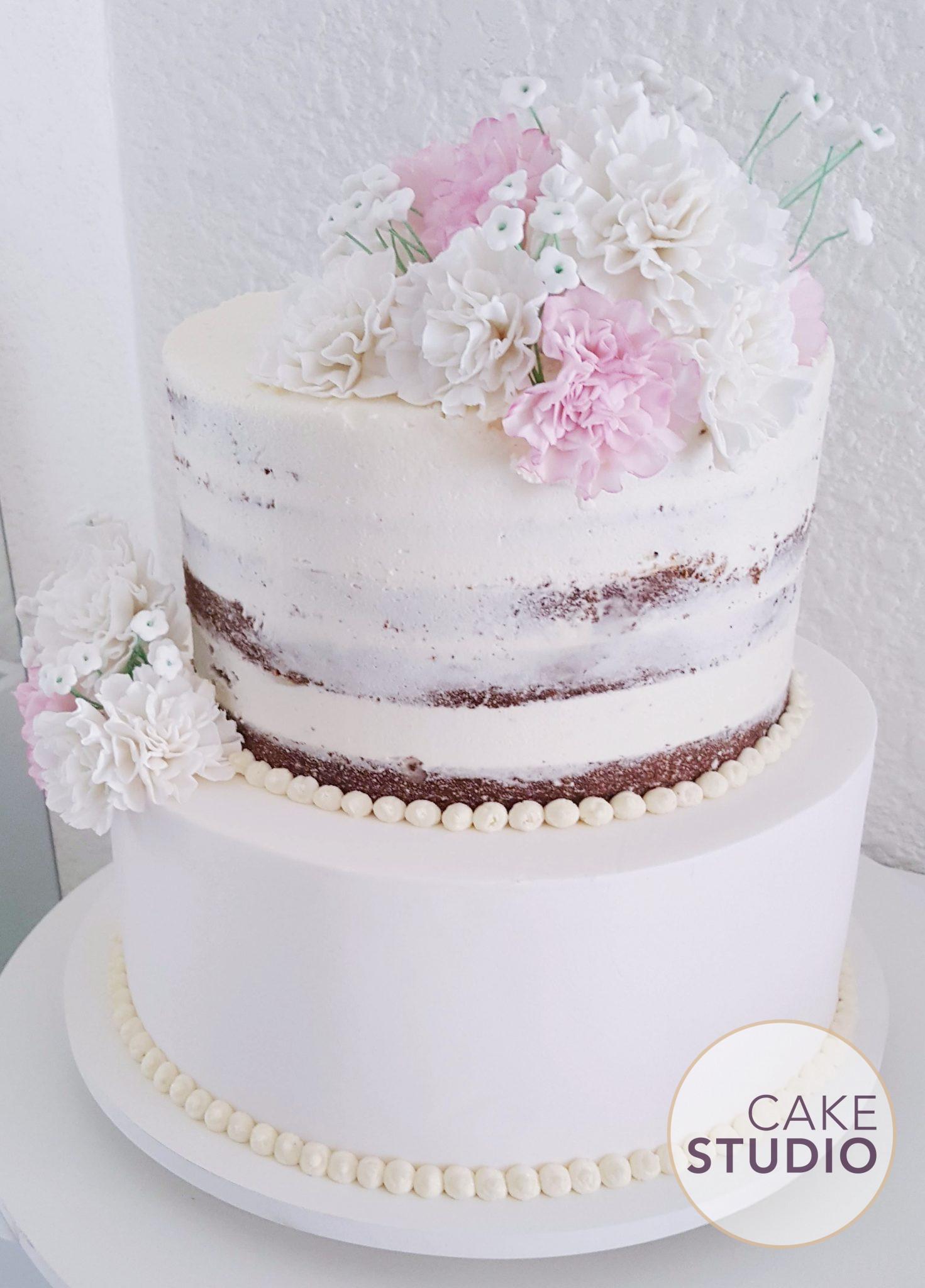 Bolo de Casamento 2 Andares Semi Naked Cake com Flores feito por Cake Studio ( contato@cakestudio.com.br | Whatsapp: (11) 96882-2623 ).