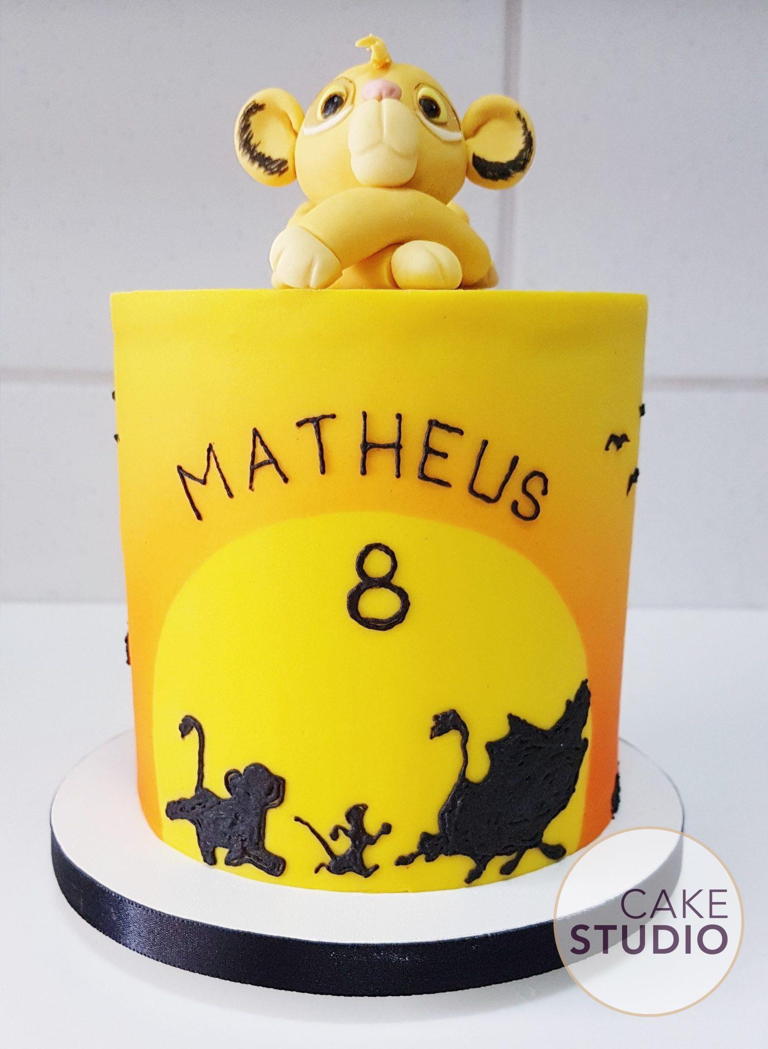 Bolo Rei Leão de Mesversário feito por Cake Studio ( contato@cakestudio.com.br | Whatsapp: (11) 96882-2623 ).
