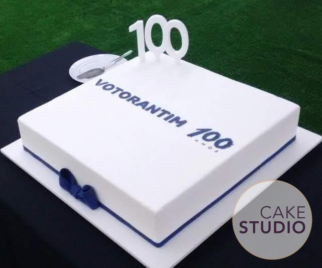 Bolo corporativo: aniversário da empresa Votorantim 100 Anos. Feito por Cake Studio ( contato@cakestudio.com.br | Whatsapp (11) 96882-2623 ).