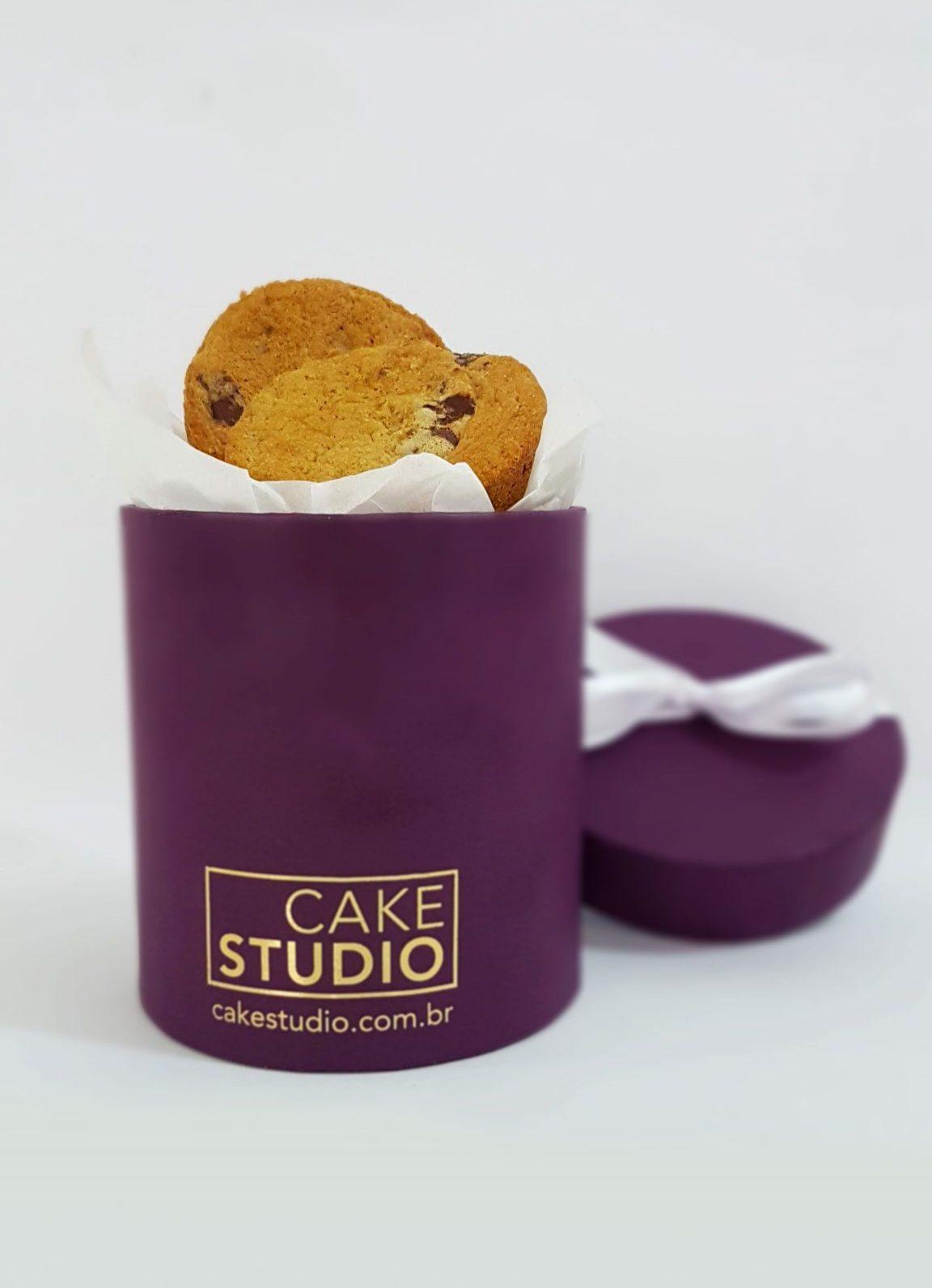 Chocolate Chip Cookies na Caixa de Presente. Feito por Cake Studio ( contato@cakestudio.com.br   Whatsapp: (11) 96882-2623).